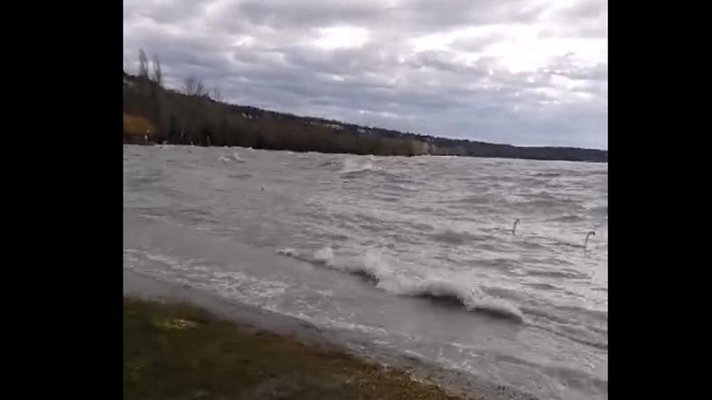 lefogy fújó szél