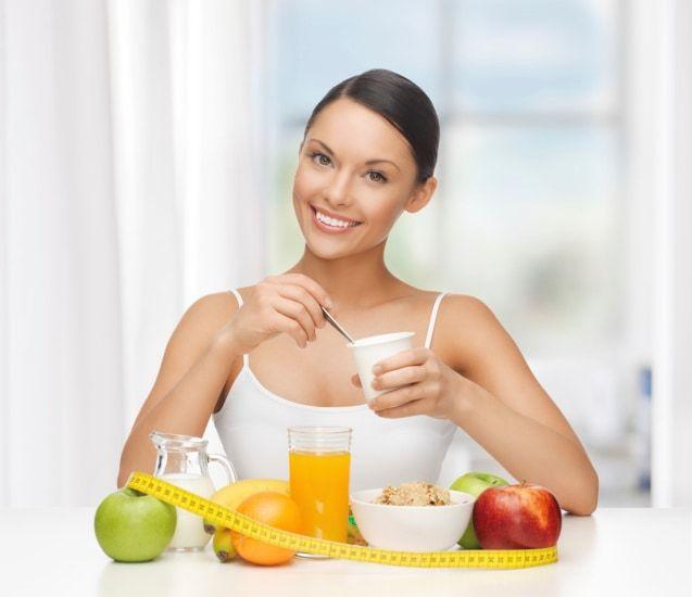 Hogyan segítenek az étkezéshelyettesítő turmixok a fogyásban?