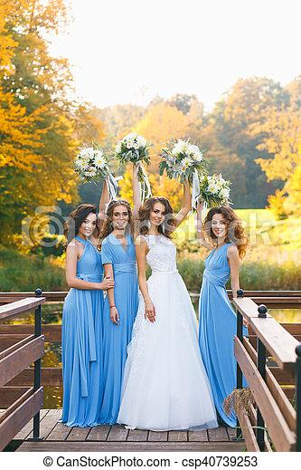 Összeveszett a menyasszony a koszorúslánnyal, mert az nem fogyott le az esküvőjére | nlc