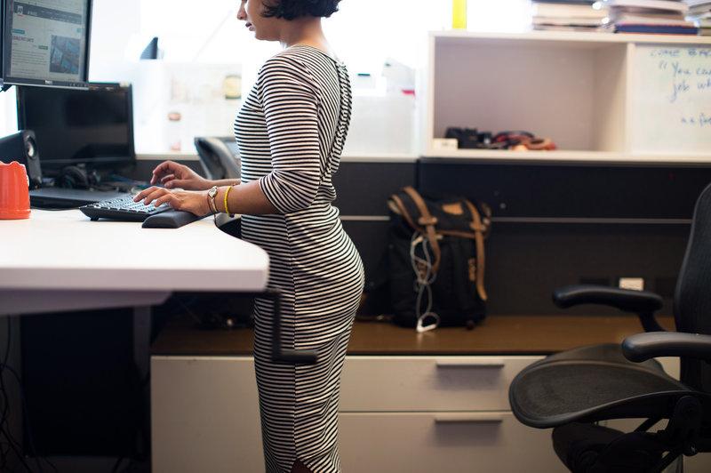 fogyni álló íróasztallal)
