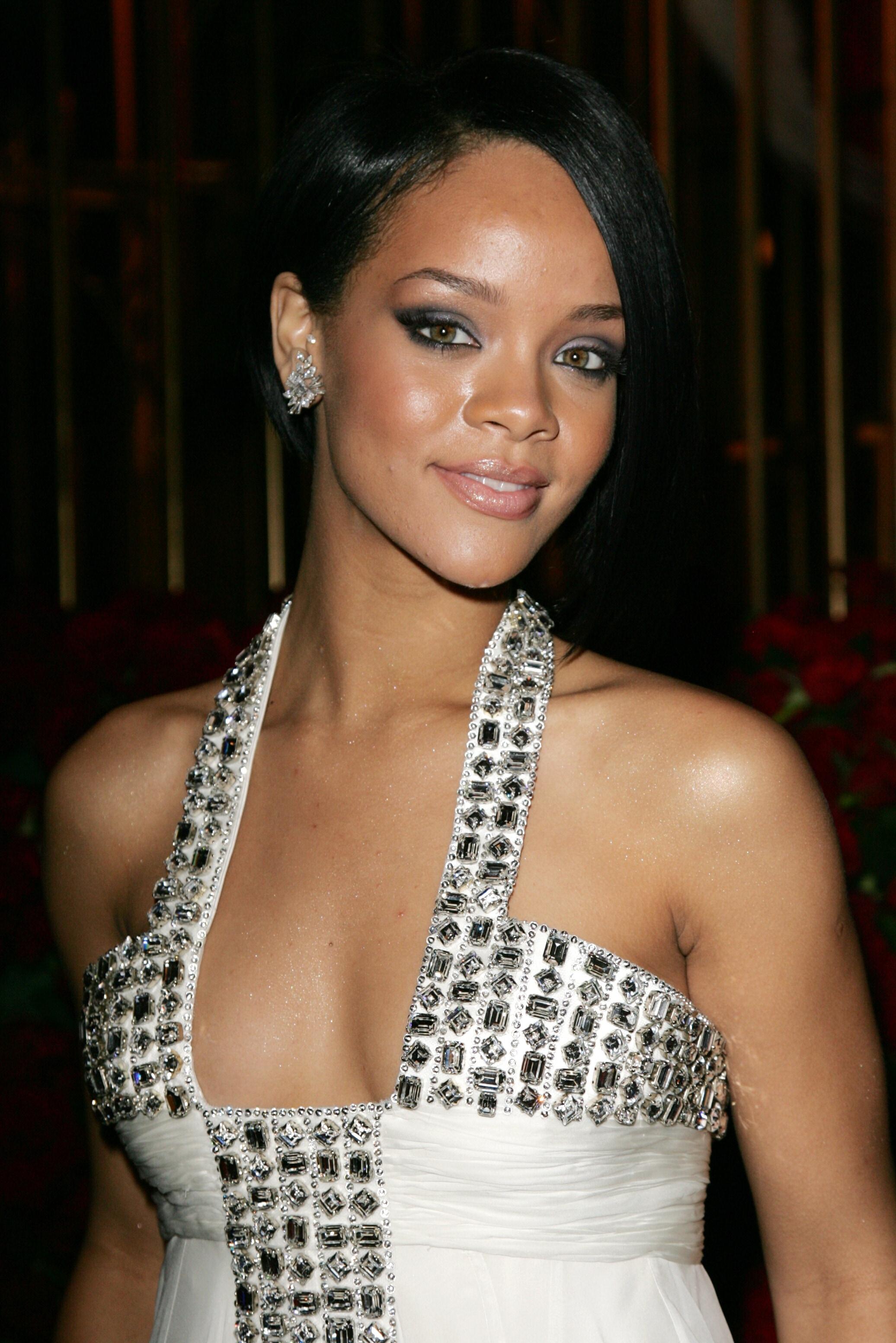Villámedzés, sok-sok hal, néha sör - íme Rihanna engedékeny diétája! | appartmanhaus.hu