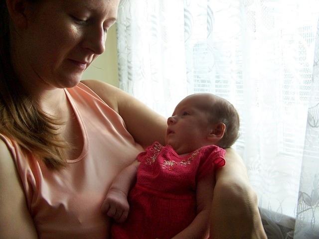 születés fogyás anya)